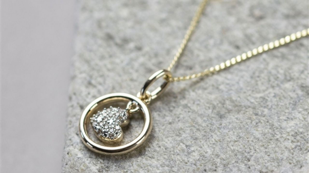 9ct Gold Diamond Necklace for girlfriend