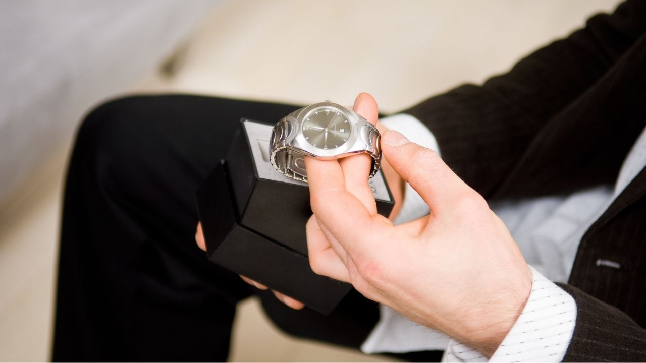 gift a personalised watch